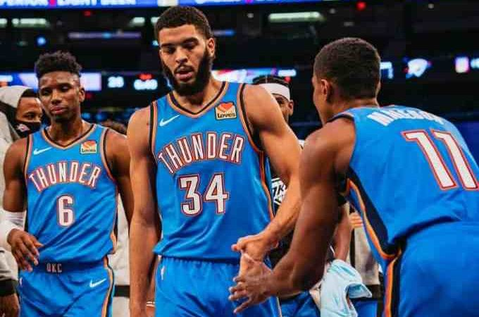 NBA, continuano a sorprendere i Thunder. Lakers battono Houston